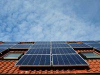 """Innovation Photovoltaik-Anlagen: Mehr Lichtgewinnung dank """"Schachbrett-Muster"""""""